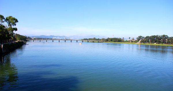 unnamed file 10 1 - Vẻ đẹp con sông Việt Nam qua hai tác phẩm: Ai đã đặt tên cho dòng sông (Hoàng Phủ Ngọc Tường) và Người lái đò sông Đà (Nguyễn Tuân)
