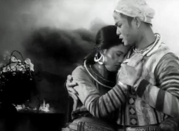 unnamed file 15 1 - Cảm nhận về hình tượng nhân vật Mị trong đêm tình mùa xuân từ đó liên hệ nhân vật Chí Phèo trong buổi sáng đầu tiên khi tỉnh rượu, nhận xét cách khám phá vẻ đẹp tâm hồn con người lao động của hai nhà văn.